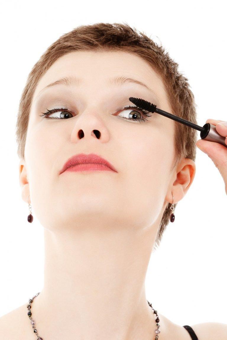 Es la adaptación gráfica de rimmel que es el apellido de Eugène Rimmel creador del producto. Su significado es cosmético que se usa para embellecer y ...