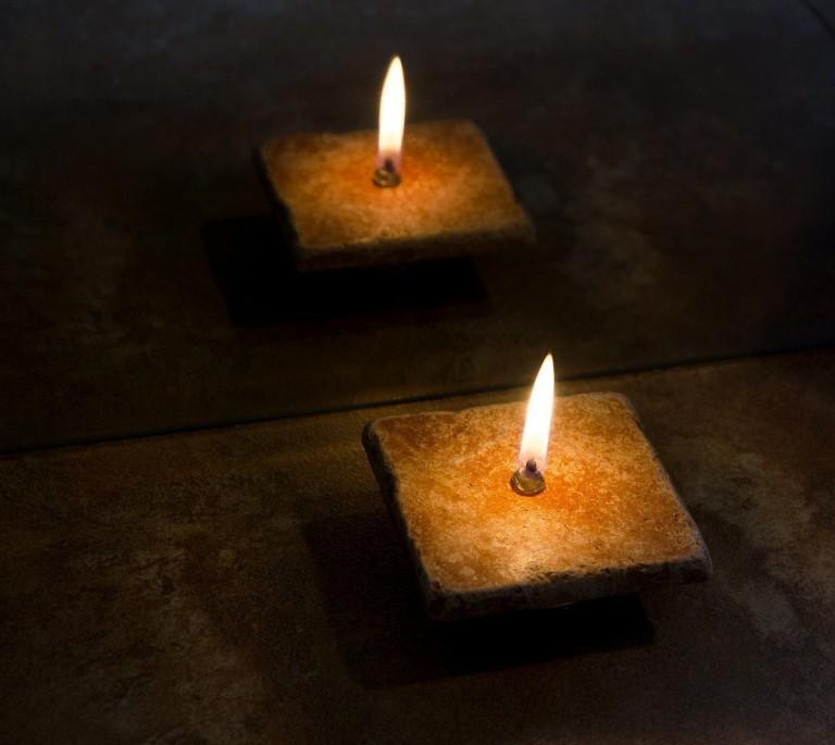 estar a dos velas